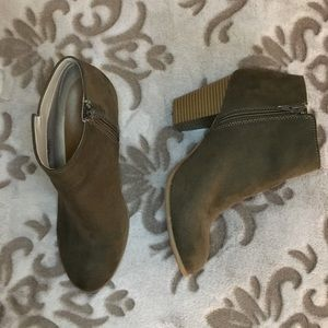 Old Navy Ankle Boots size 10
